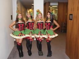 casino dames poseren voor een opdracht